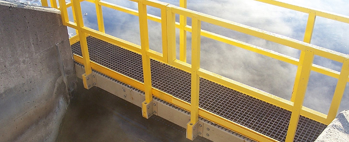 Изделия из композитных материалов обладают малым весом, что облегчает транспортировку и монтаж. Кроме того, композитные материалы прекрасно поддаются обработке - панели можно пилить и сверлить.