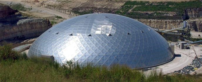 Компания предлагает множество решений по конструкции алюминиевых крыш: купола, плоские крыши, арочные и объемные конструкции.